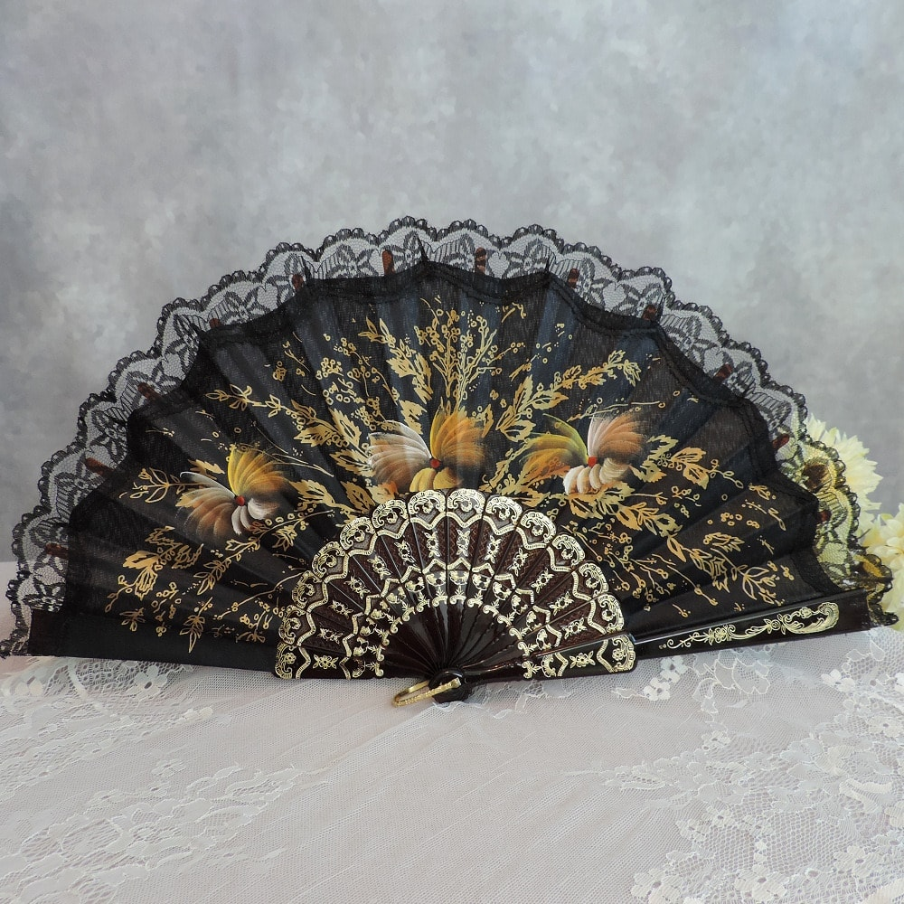 painted fan lace trimmed